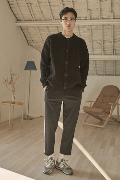 (9월 3일 예약배송) Round Neck Cardigan [Black]