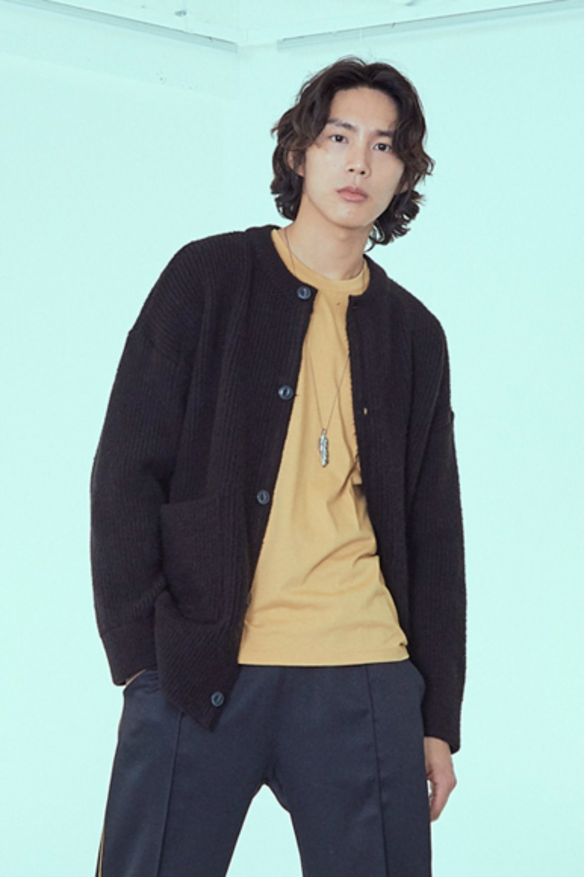 Soft Round Neck Cardigan [Black]