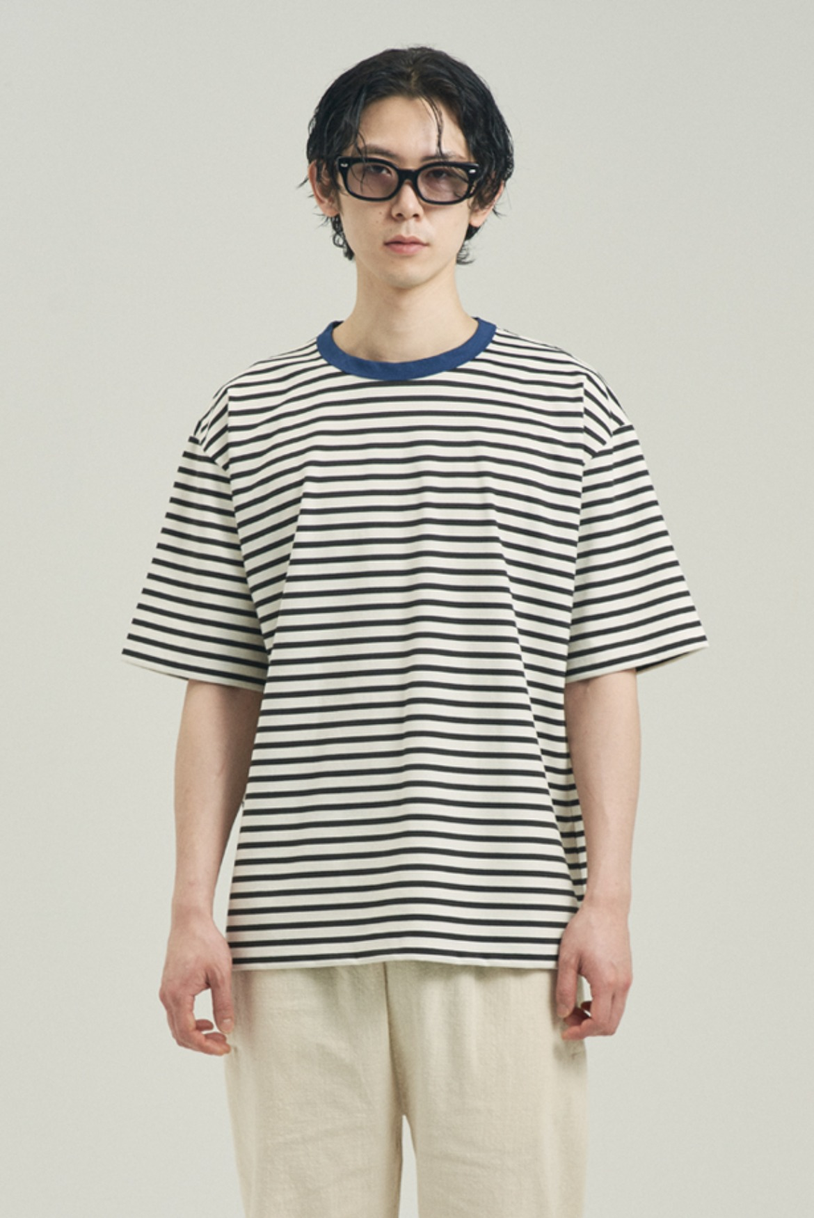 Point Neck Stripe T-Shirts [Black/Blue]