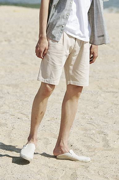 16 Wave One Tuck Corduroy Shorts [Beige]