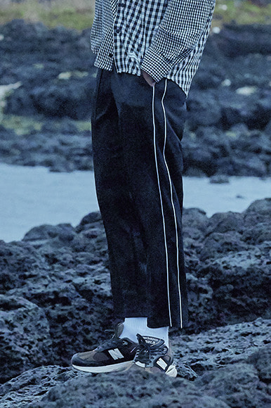 Sporty Double Line Track Pants [Black]