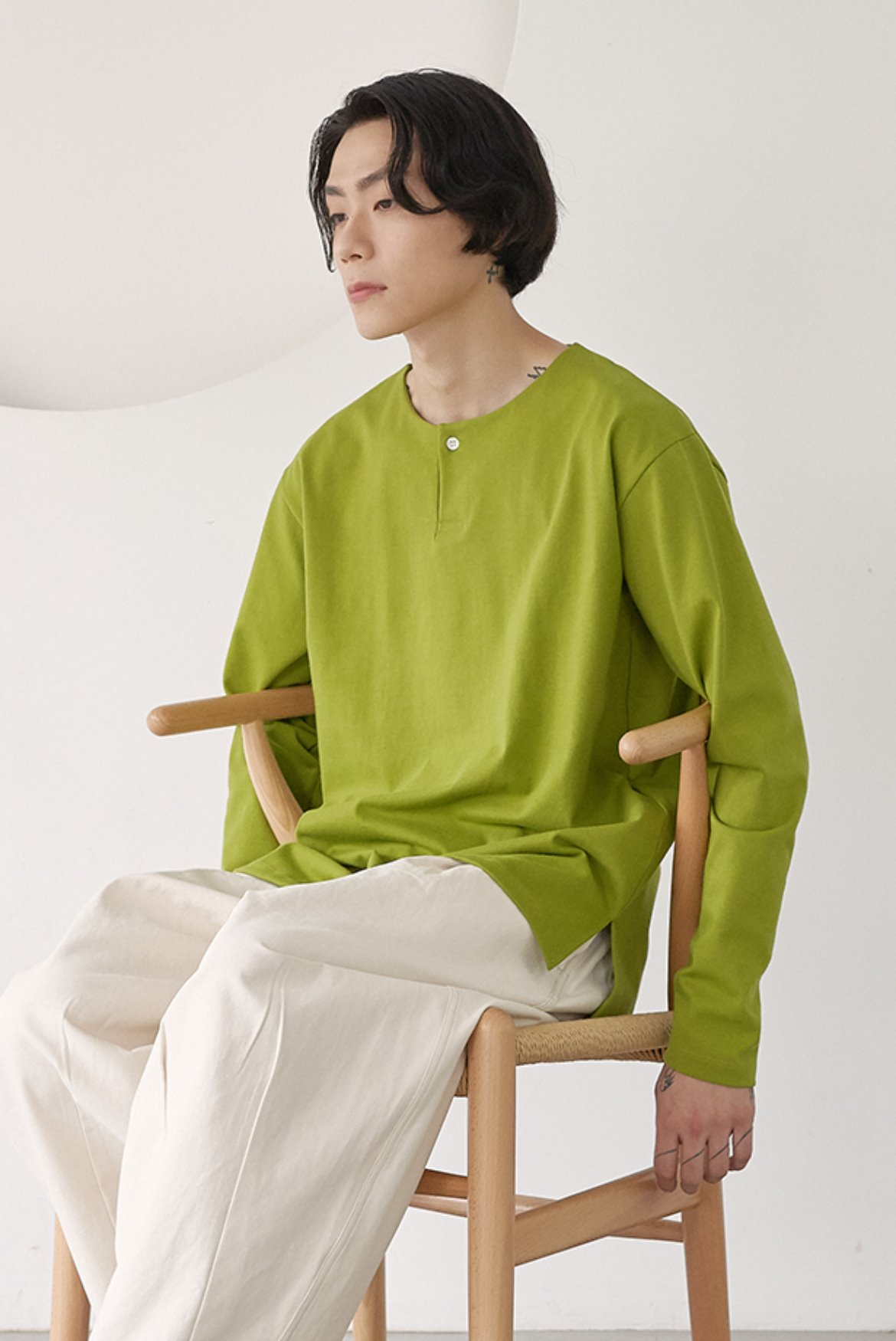 One Button Notch Neck T-shirts [Avocado]