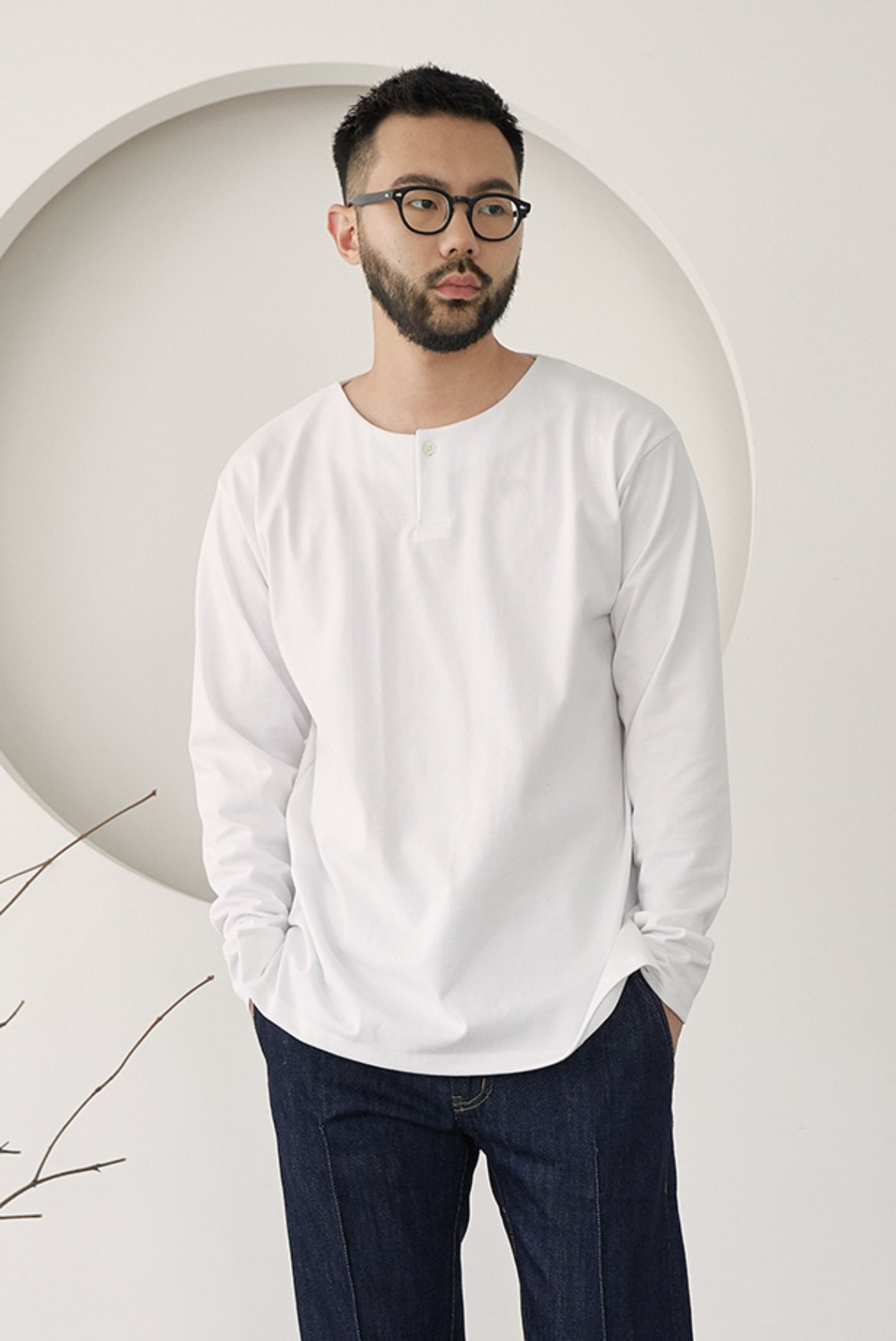 One Button Notch Neck T-shirts [White]