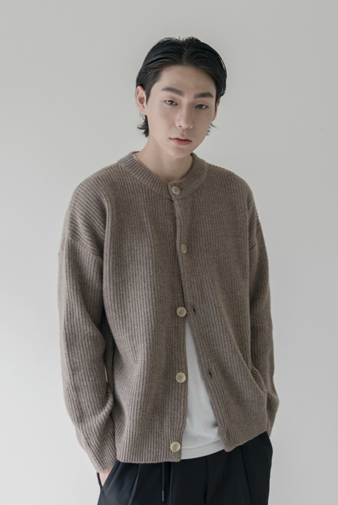 Concise Round Neck Cardigan [Beige]