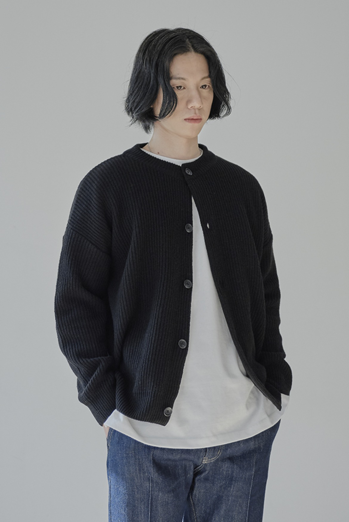 Concise Round Neck Cardigan [Black]