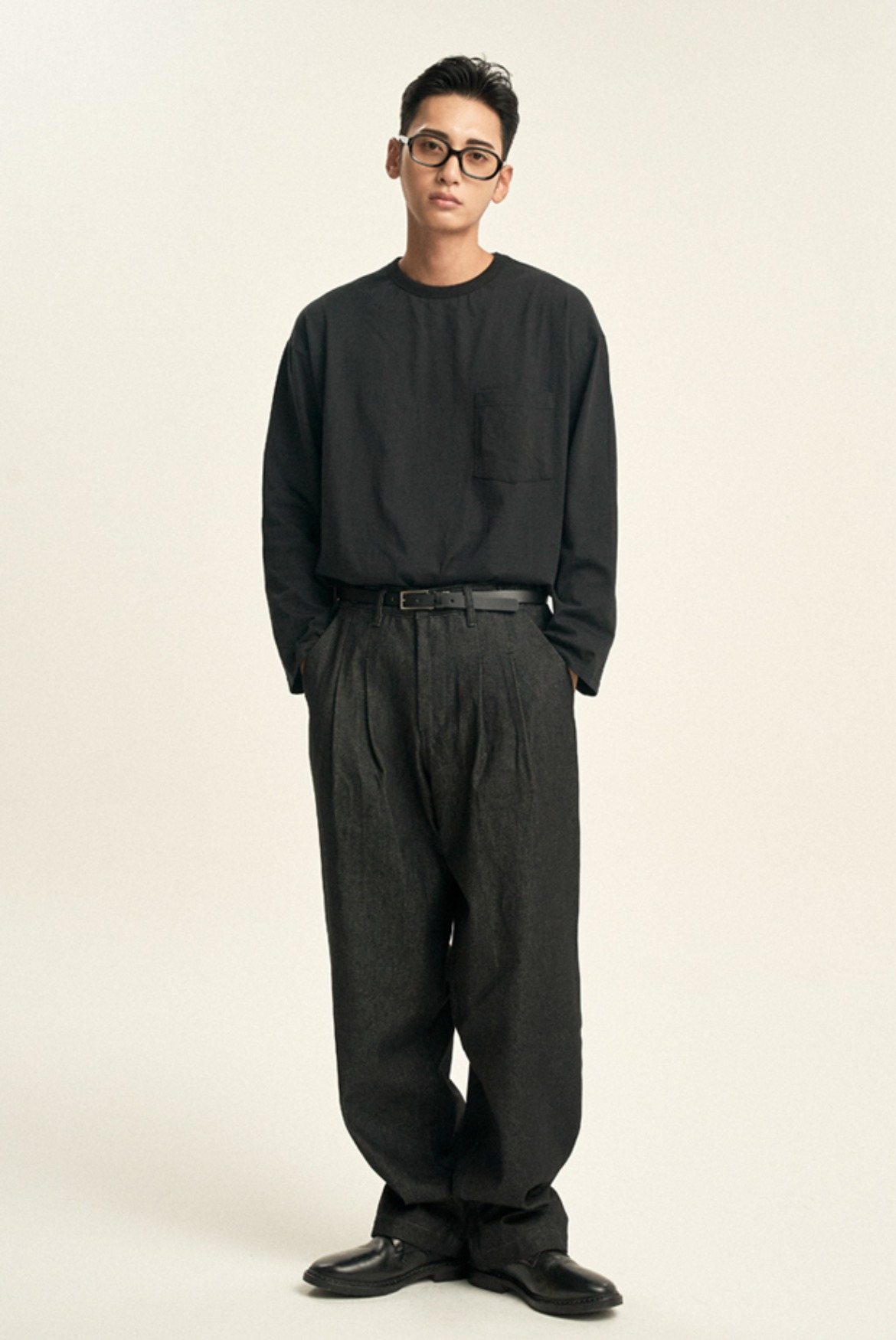 Fixed Two Tuck Denim Pants [Black]